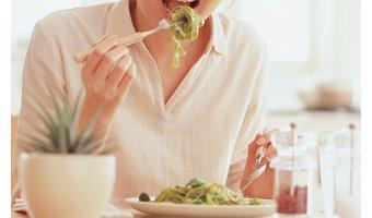美肌を作るためには食べ物を「よく噛む」ことも重要